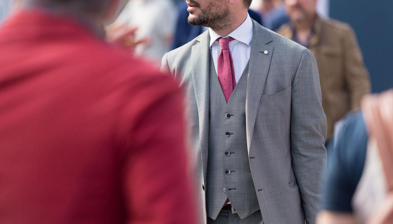 hall ülikond